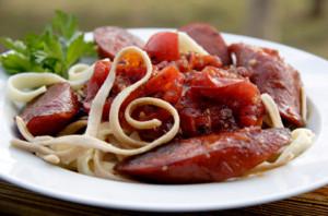 Linguine с домашними колбасками