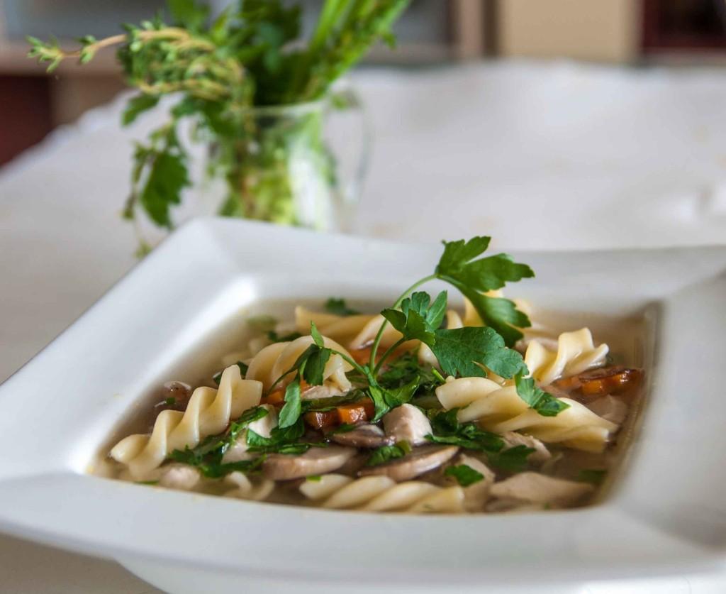 Суп-паста з курячою грудкою та шампіньонами