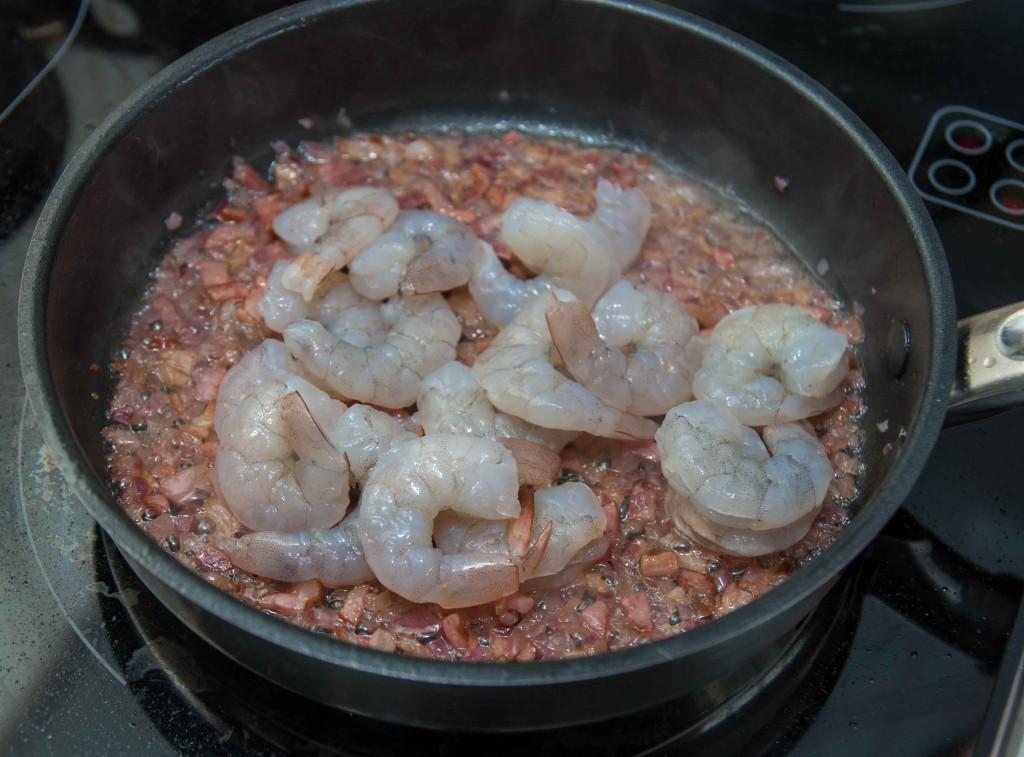 Паста з креветками та гострим соусом