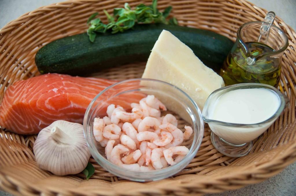Паста з лососем, креветками та цукіні у вершковому соусі